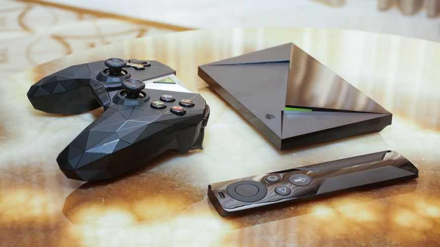 NVIDIA Shield TV с пультом ДУ и геймпадом